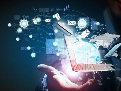 cropped digital technology in hand e1462300723770 - Что выбрать Spotfire,Tableau,Microsoft BI или Qlik Sense?